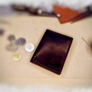 Natūralios odos rankų darbo dėklas kortelėms ir banknotams