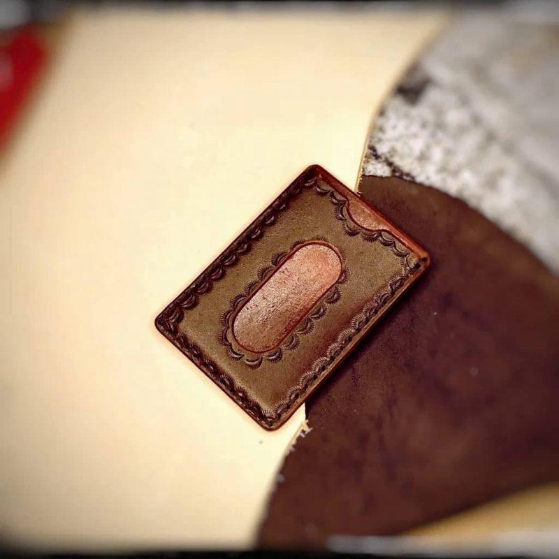 Natūralios odos rankų darbo dėklas plastikinėms kortelėms